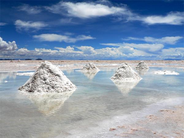 شاهد معنا بحيرة الملح في بوليفيا بالصور